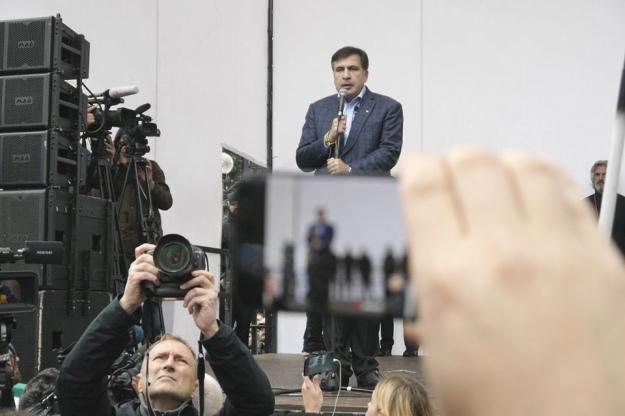 d105a332080487 Екс-президент Грузії Міхеіл Саакашвілі порадив президенту України Петру  Порошенку піти у відставку.