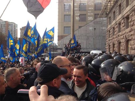 Депутати під Київрадою. Фото Ольги Лаппо