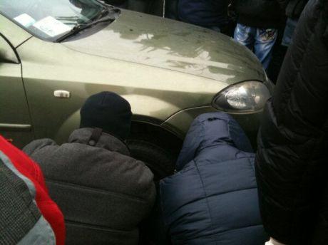 «У одной региональной машині спустило колесо», - сообщает Oksana Kovalenko