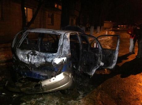 Корреспонденту 5 канала сожгли машину. Фото из Facebook Олега Криштопы