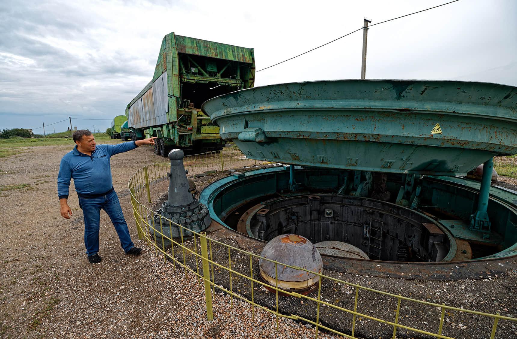 В 90-х все 40-метровые ракетные шахты в Украине залили бетоном. На этом объекте оставили шесть метров от поверхности, чтобы показывать туристам, как он выглядел
