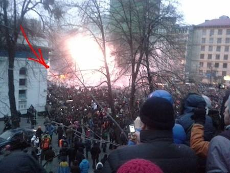 Палаючий автобус. Активісти заявляли, що підпалили його самі правоохоронці і це - провокація. Фото Ольги Червакової