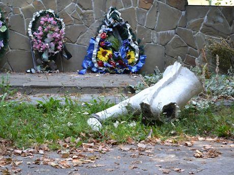 Вандалы уничтожили памятник УПА на Львовщине