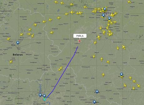 Єдиний літак, який летить з Києва в Москву, належить Ахметову. На ньому, скоріш за все, і летить Янукович. Клікніть для збільшення
