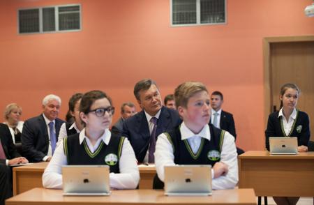 Янукович на урочистостях 1 вересня. Фото прес-служби президента