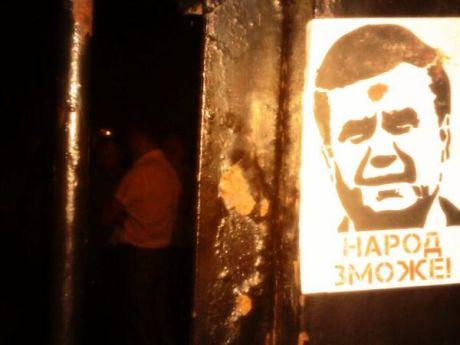 Наново встановлений паркан Святошинського райвідділку міліції. Фото: Oleksandr Arhat
