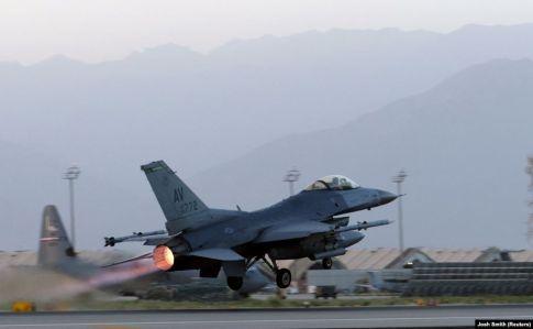 Два заміновані авто вибухнули біля найбільшої бази США в Афганістані
