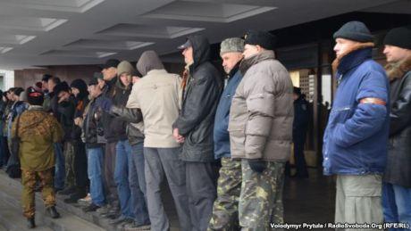 Хотя крымский спикер пообещал внеочередную сессию, его в Верховный Совет Крыма не пускали