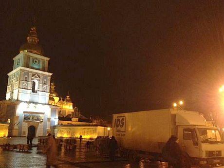 На Михайловской площади монтируют сцену