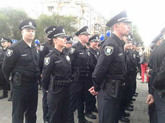В Мариуполе принесли присягу патрульные полицейские