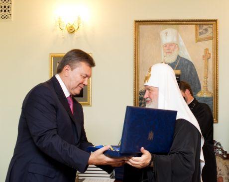 Янукович незаконно наградил орденом патриарха Кирилла. Фото пресс-службы президента