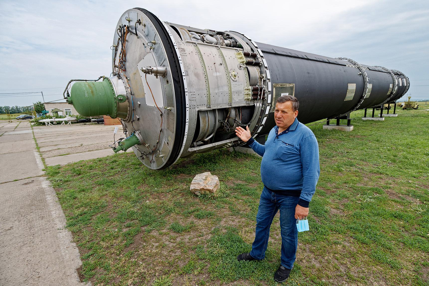 Зеленые выпуклости внизу ракеты – отсеки для пороха, который выталкивает ее из шахты