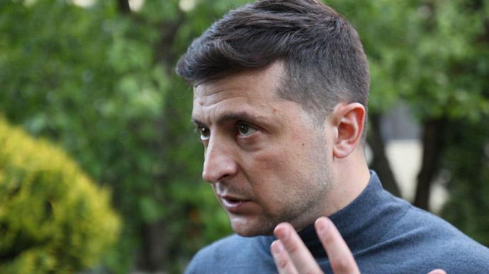 """""""Час займатися зарядкою"""". Зеленський запропонував безробітним українцям, яким нема чим оплачувати комунальні тарифи, національну ідею"""