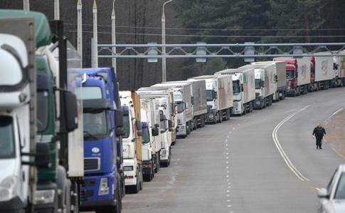 Російські прикордонники блокують проїзд транспорту накордоні зУкраїною