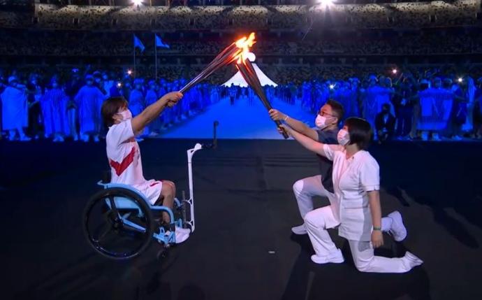 Передача вогню паралімпійцям у ланцюжку передачі олімпійського вогню