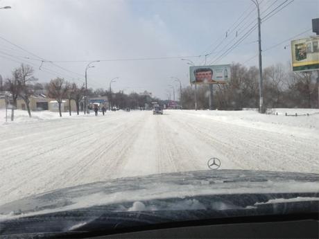 Краснозвездный проспект в понедельник: Снег и никакой снегоуборочной техники