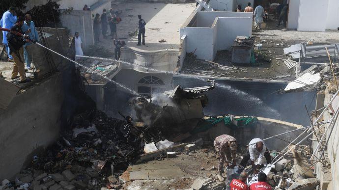 У Пакистані розбився пасажирський літак | Українська правда