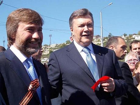Янукович пообещал, что Новинский построит Севастополю стадион.
