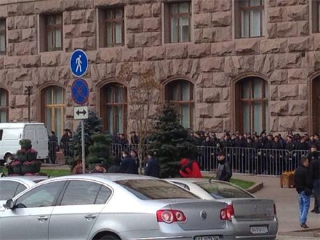 Кордони Беркуту під КМДА. Фото Ольги Лаппо
