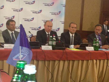 Путін приїхав на круглий стіл Медведчука. Фото Олега Царьова
