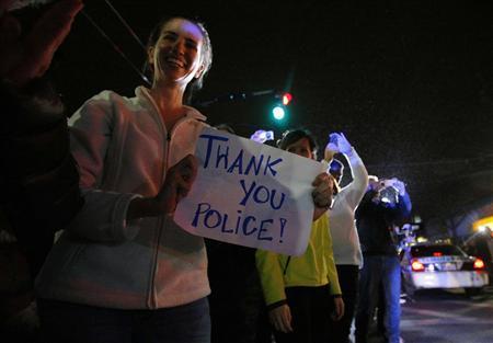 Жители Бостона радуются после захвата Царнаева. фото Reuters