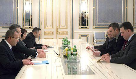 Кличко, Яценюк і Тягнибок - на переговорах у Януковича