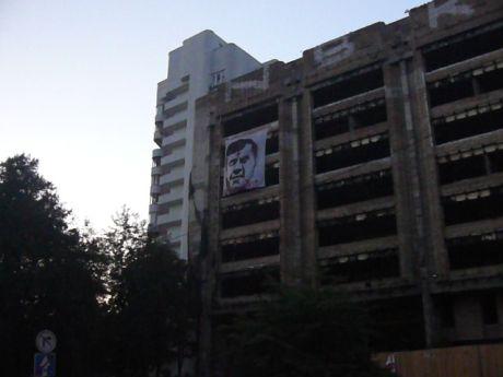 Януковича вивісили у столиці