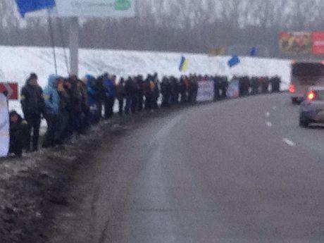 Кортеж Януковича пікетують на шляху до Москви