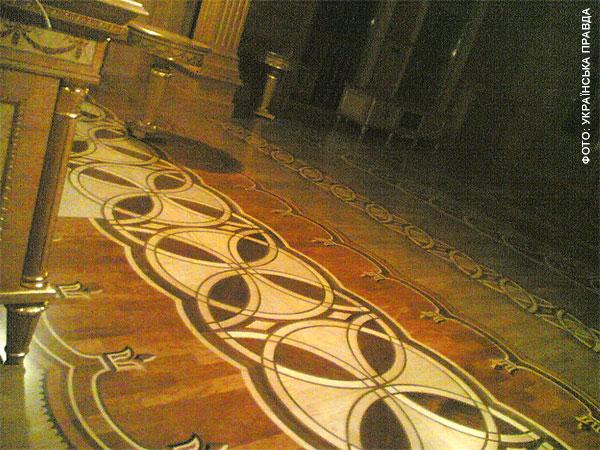 Во дворце Януковича есть рыцарский зал, кинотеатр и золотой иконостас   f3bf0b4 honka03