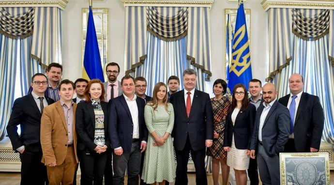 Єврооптімісти багато іздять по світу, зустрічаются за лідерами держав, втому числі із українским презідентом. На фото - зустріч з Петром Порошенком