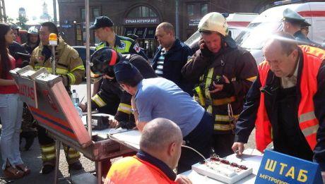 Московські служби надають допомогу під час пожежі і тисняви