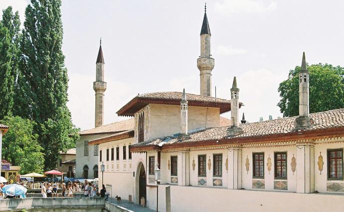 Русские оккупанты забрали Ханский дворец вБахчисарае укрымских татар