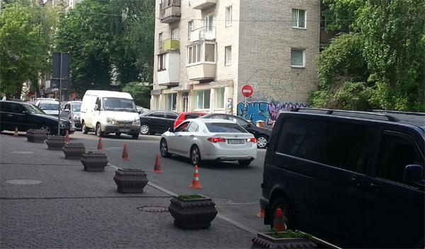 До Шевченківського суду Бабенко приїхав на новій хонді