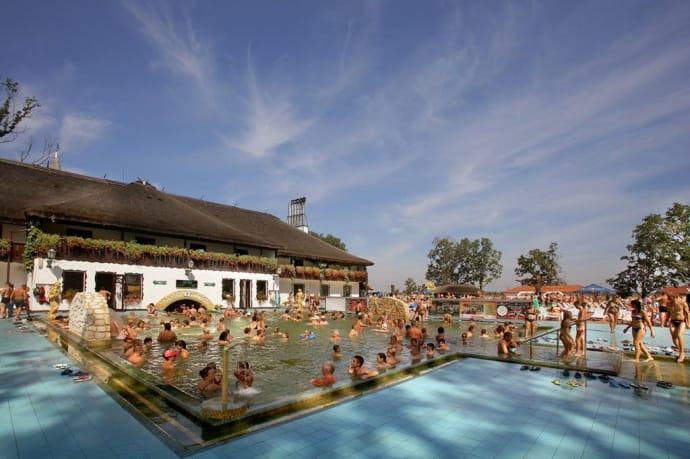 темальні води, басейни, 10 найцікавіших місць, які варто відвідати в Закарпатті