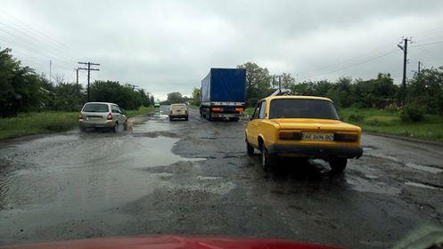 Дороги в бік Комсомольська не надихають на подорожі в Горішні Плавні
