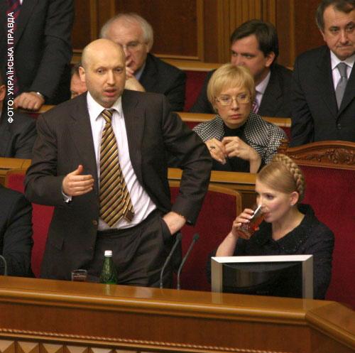 Тимошенко знову взялася за стакан