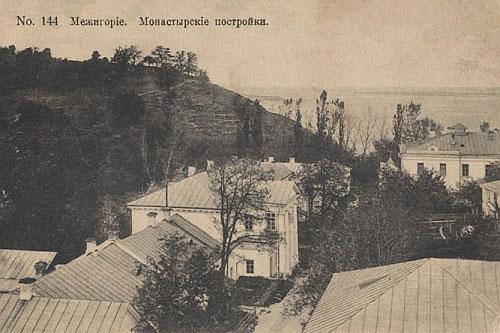 Монастирські будівлі