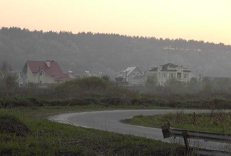 Фото УП. За маєтком Івченка можна побачити дах будинку Панюка