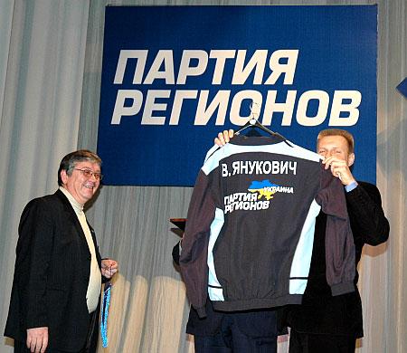 Янукович тепер матиме власну форму